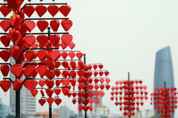 Lồng đèn Hội An tại Đà Nẵng - Trang trí cầu tình yêu Đà nẵng